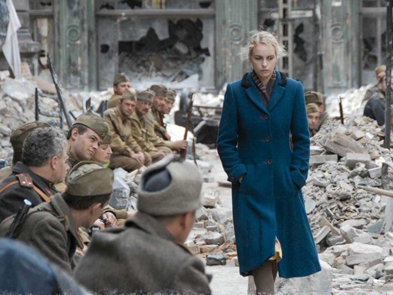 Toparlan, Berlin'e Gidiyoruz Okuyucu! Yıl 1945…